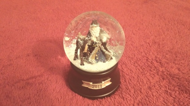 christmas-snow-globe-misty-morning